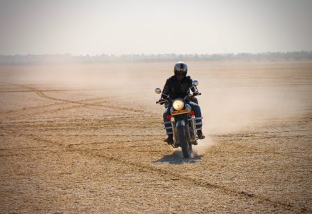 """On paper, the <a href=""""https://www.vintagerides.travel/"""">motorcycle tour</a> goes from Jaipur to Jaisalmer, taking the tracks and roads in a clockwise direction, passing the villages Ghanerao, Mont Abu, Jalore and Barmer. Ben and Baptiste had 10 days for this adventure: just the right amount of time to really get away from it all. They sipped a chai in Jaipur before mounting their <a href=""""https://www.royalenfield.com/"""">Royal Enfield</a> Classic 500 and making their way to Pushkar. They left the city and immediately pushed on into the Rajasthani countryside, and before they knew it, had arrived at Sambhar salt lake: a real playground for motorcycles. «Vintage Rides' tours are always designed to crank up the intensity day by day. But that's not the case for this one; it goes straight for it with the Sambhar.» The two friends spent most of the day playing like a couple of kids, skidding and going back and forth in the sand."""
